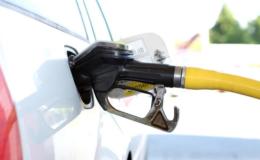 CHP'li Akın: benzin zammı haberini duyan vatandaşlarımız kuyruğa girdi.